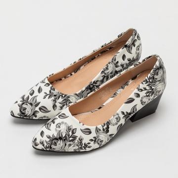 【新品】 EYESCREAM 復古時尚印花尖頭粗跟鞋