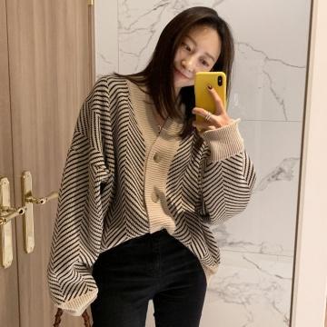 【新品】 UPTOWNHOLIC 魅力舒適個性開襟衫 (韓國女裝)